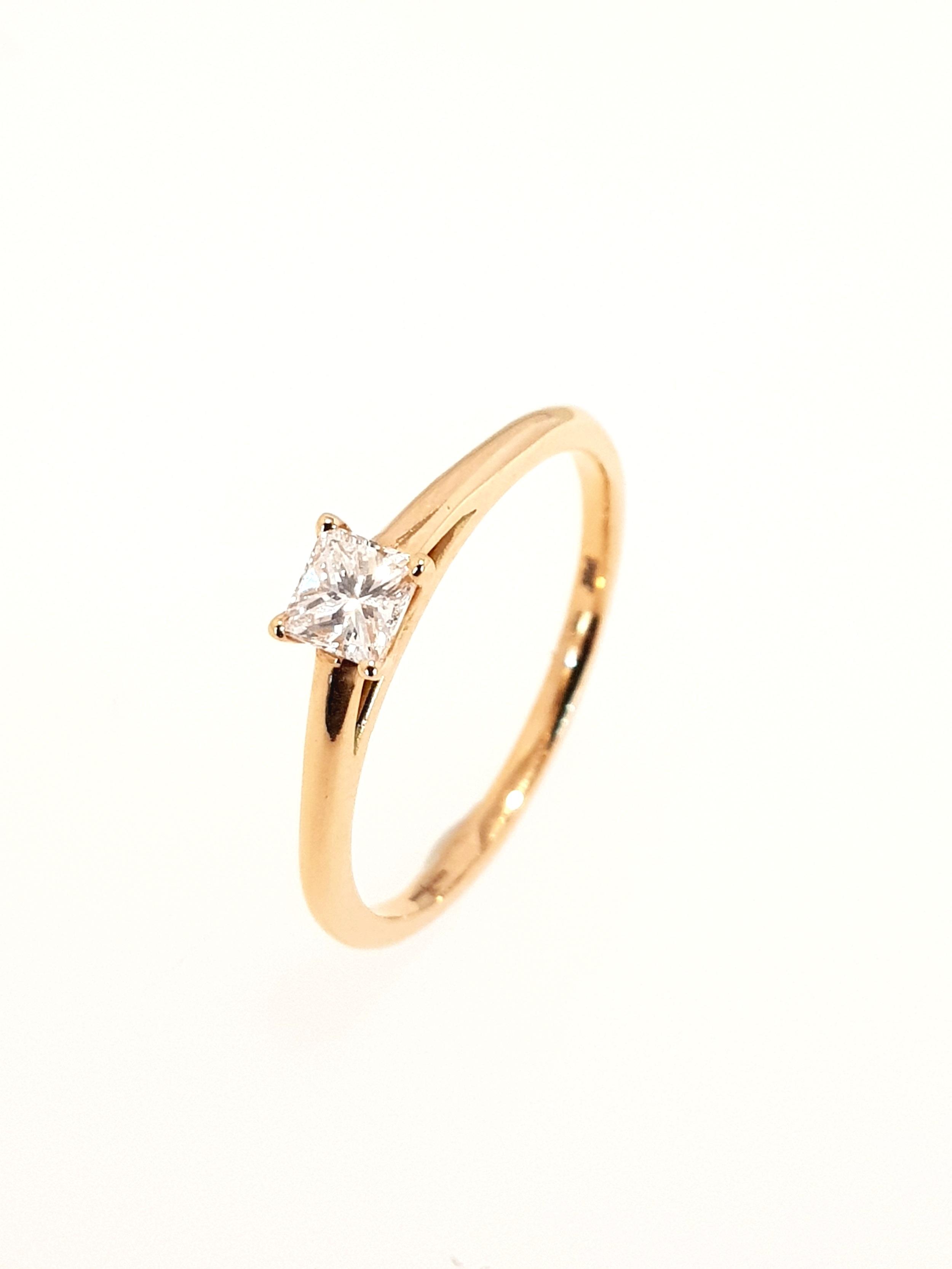 18ct Rose Gold Diamond Ring, Princess Cut  .25ct, G, Si1  Stock Code: N8522  £1100