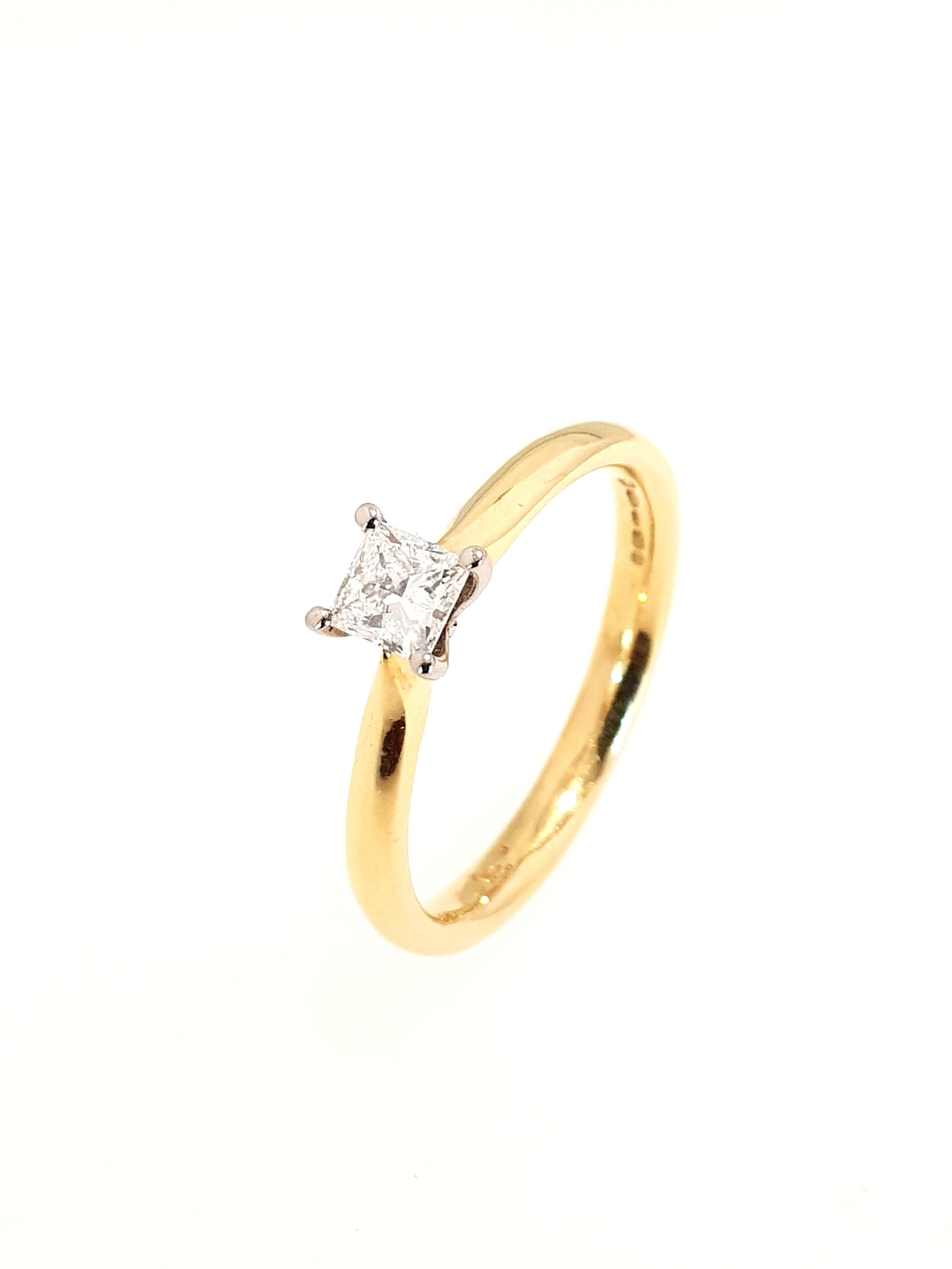 18ct Yellow Gold Diamond Ring, Princess Cut  .26ct, G, Si1  Stock Code: N8582  £1275