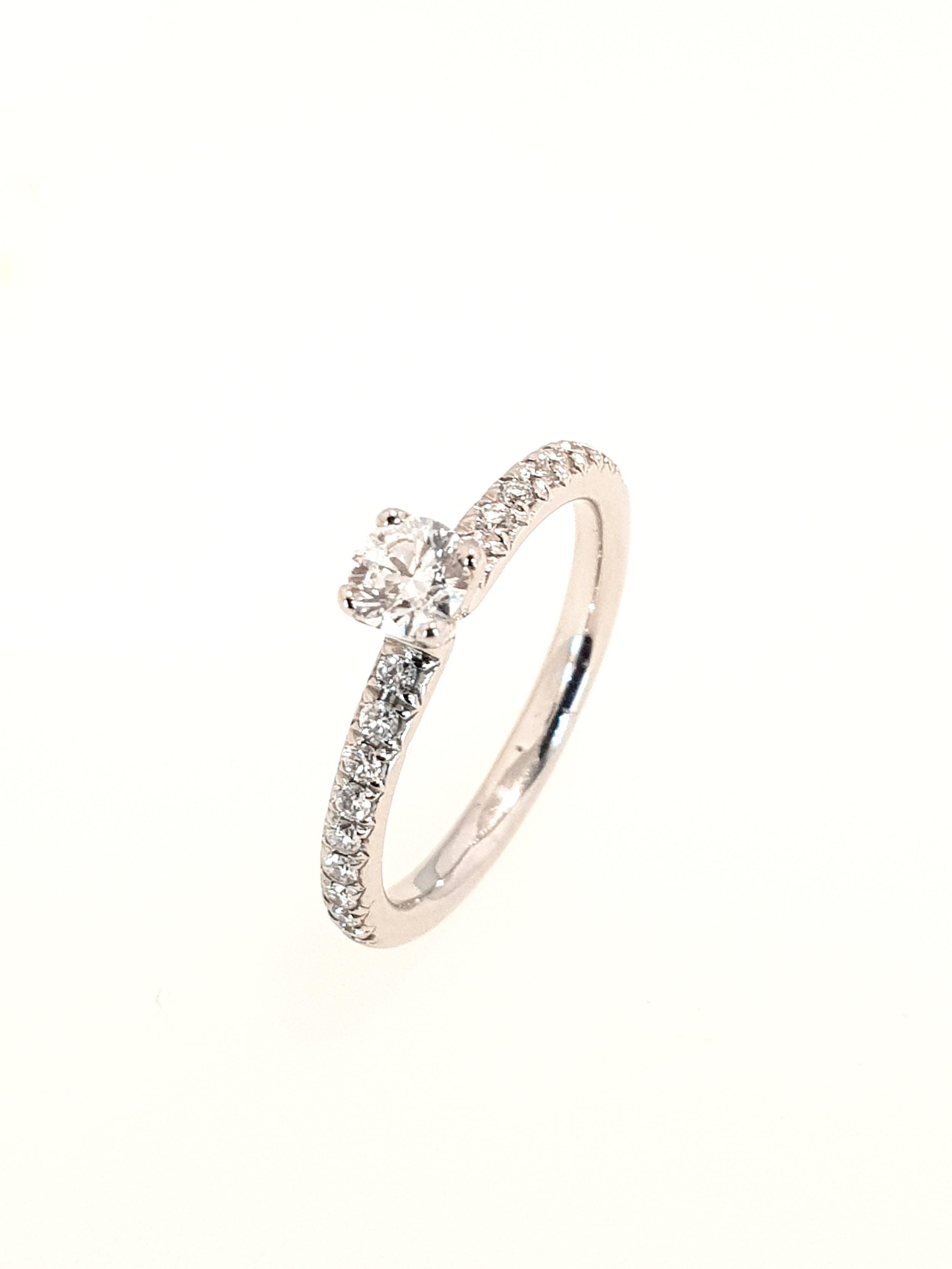 Platinum Diamond Ring  .41ct, G, Si1  Stock Code: N8743  £1560