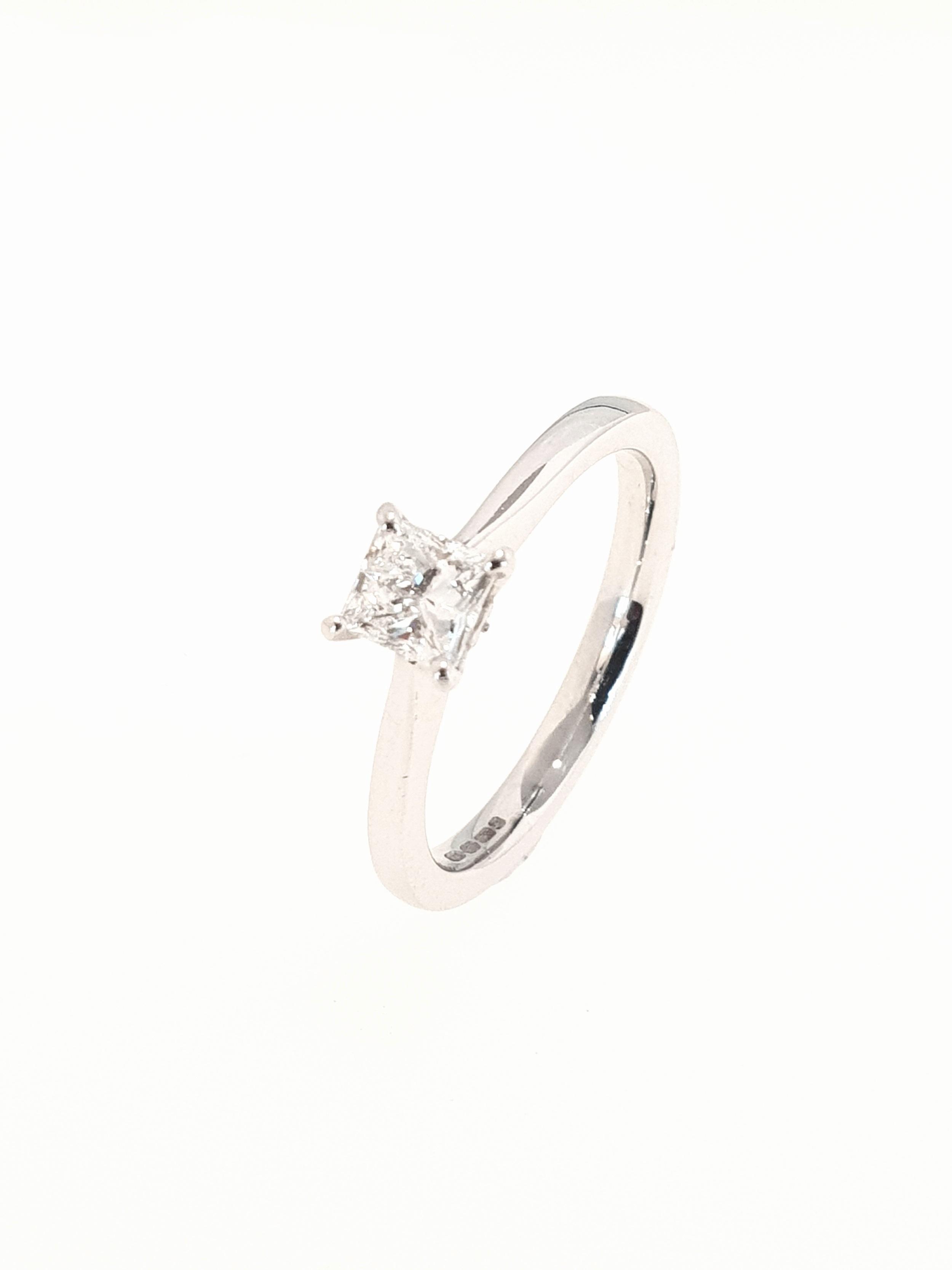 18ct White Gold Diamond Ring, Princess Cut  .50ct, G, Si1  Stock Code: N8433  £2200