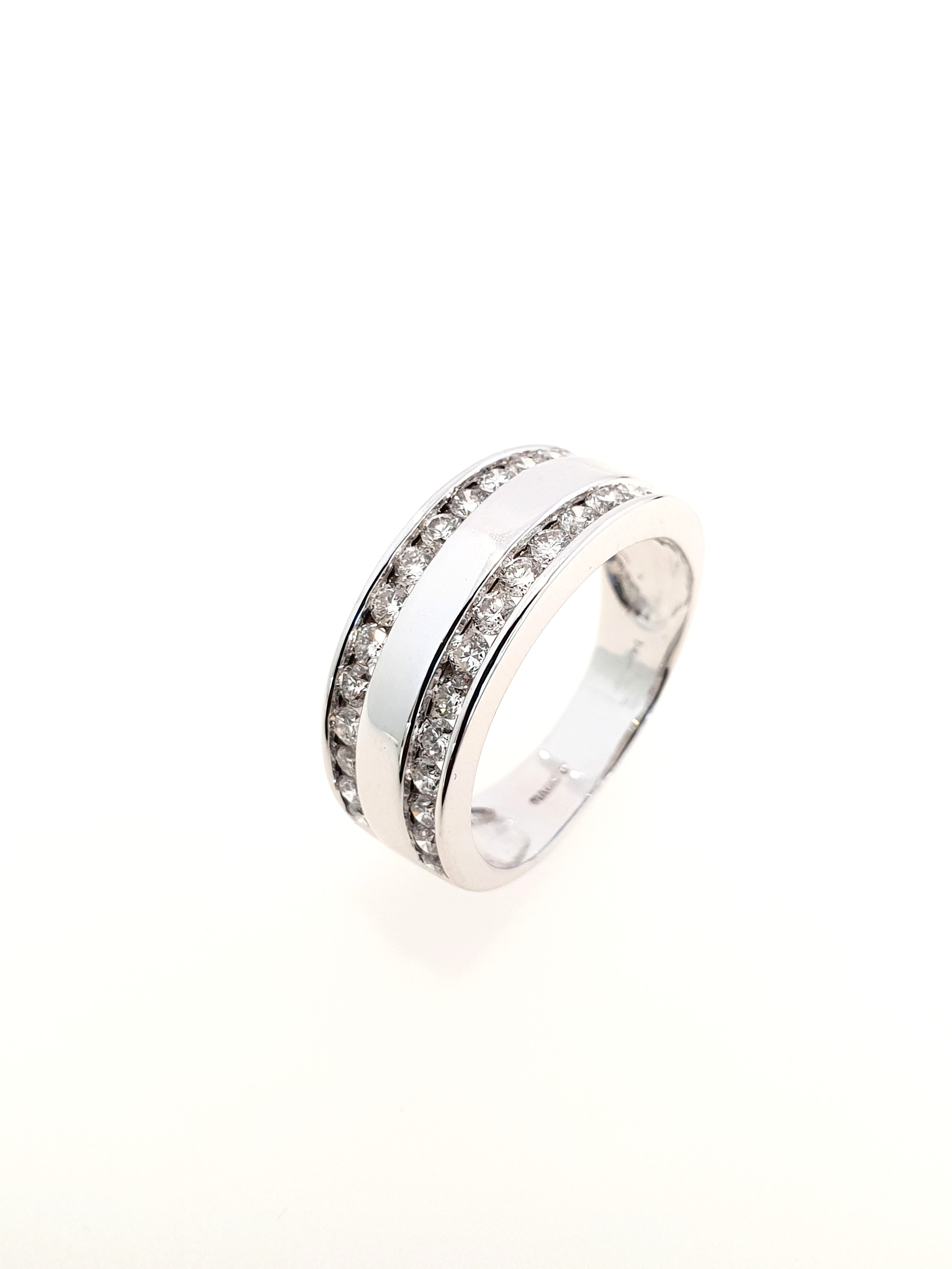 10ct White Gold Diamond Band  Diamond Weight: .85ct  Colour: H  Clarity: I1  Our Price: £1,700  Stock Code: Y776