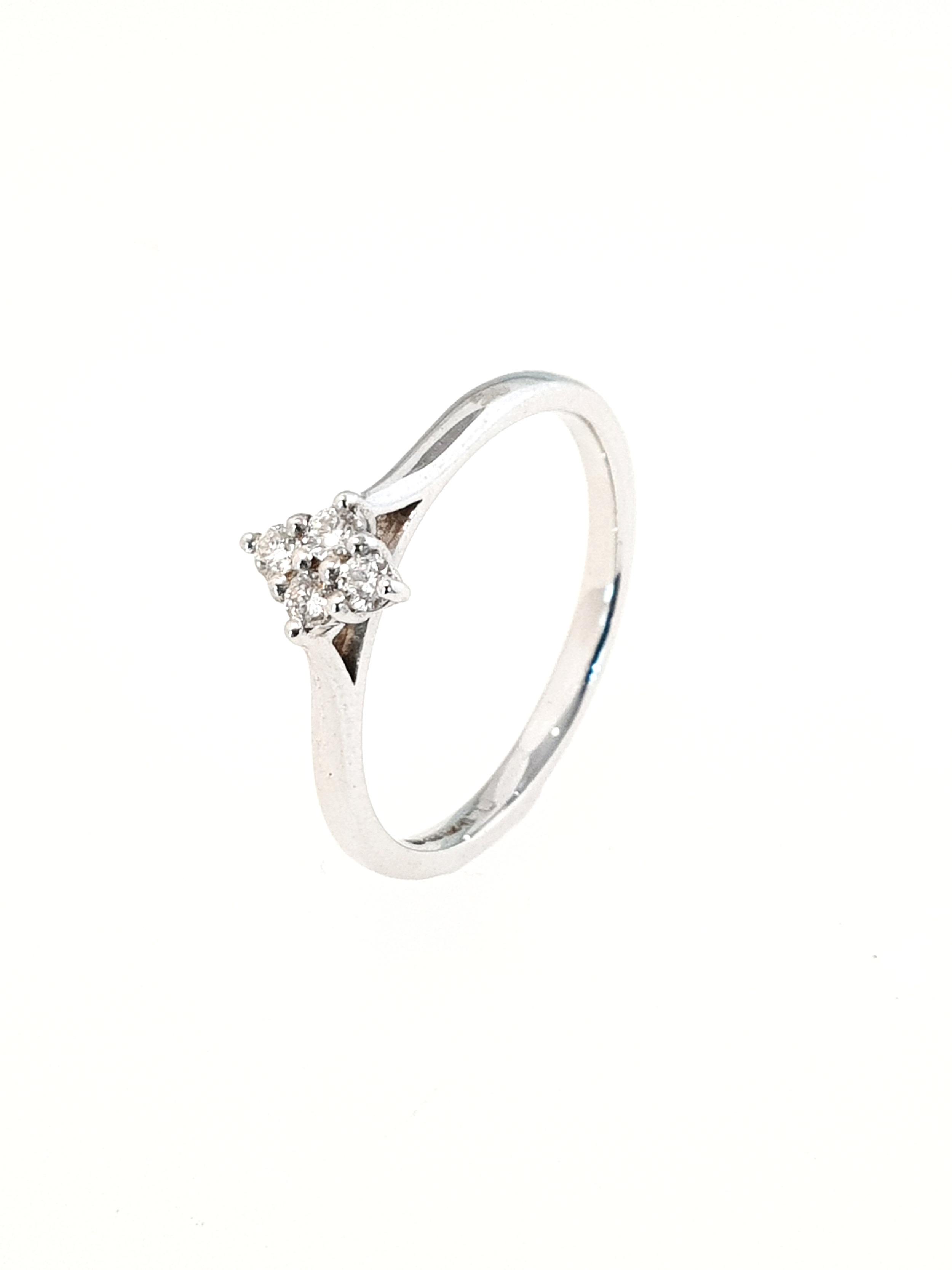9ct White Gold 4 x Diamond Cluster Ring  Stock Code: G1929  £475