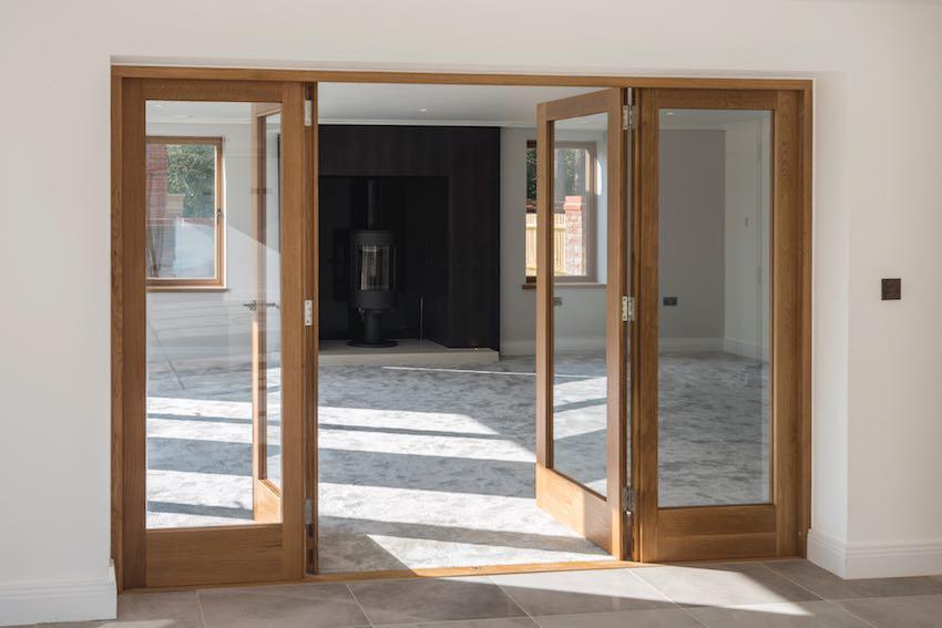 Oak windows throughout
