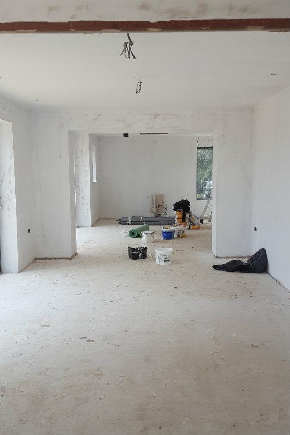 house-building-elenge-plat-colgate-horsham-decoration-starts-1-567.jpg