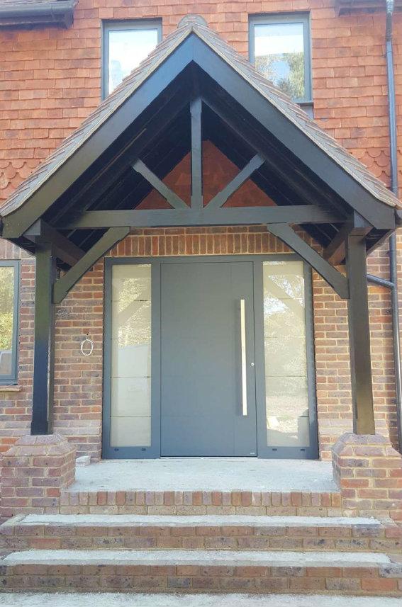 house-building-elenge-plat-colgate-horsham-rk-door-installation-and-sidelights-nuglaze-2-567.jpg