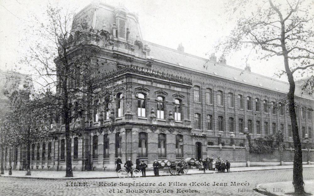 Carte postale, école supérieure des filles, 1910.