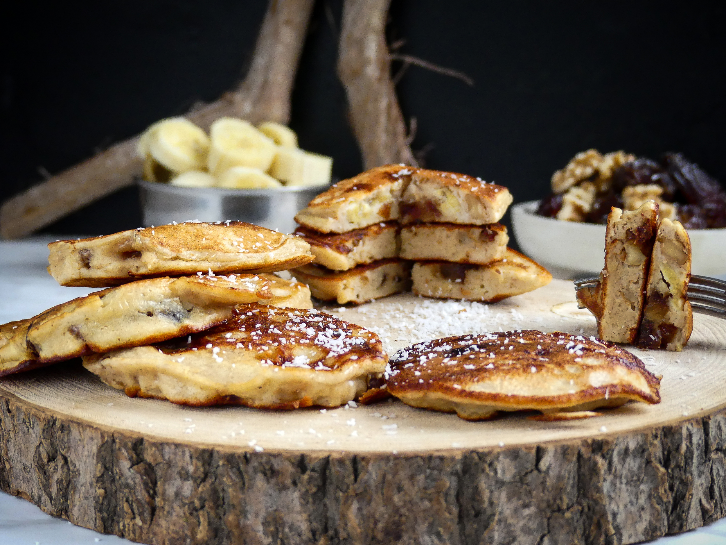 Dadels, banaan en walnoten pannenkoeken