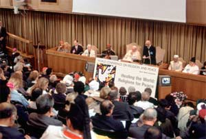 Founder Niwano delivering opening address of the 6th World Conference of Religions for Peace Assembly in Vatican Synod Hall in 1994.