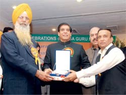 Prime Ministar Ashraf meets with Sikhs.
