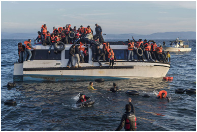 Syrian and Iraqi refugees arriving from Turkey at the Greek island of Lesbos – Photo: Wikimedia Commons, Ggia