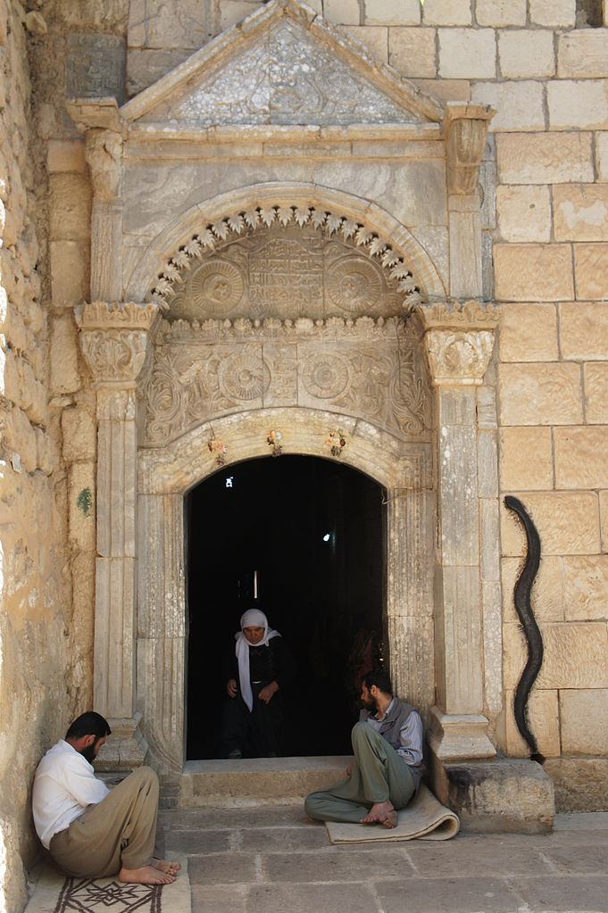 The temple entrance at the Yazidi sanctuary in Lalish, Iraq – Photo: Wikipedia, CC3.0