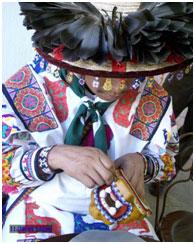Huichol working on a beaded jaguar head – Photo: Wikipedia, Mario Jareda Beivide
