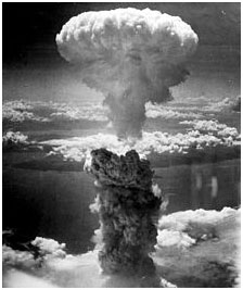 The mushroom cloud from the atomic bombing of Nagasaki, April 9, 1946 – Photo: Wikipedia