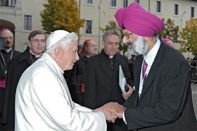 Dr. Butalia never met his Catholic counselor again, but here greets Pope Benedict XVI as a Sikh interfaith activist. – Photo: Tarunjit Singh Butalia