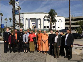 Interreligious Council of Southern California (IRC) members gather in front of King Fahad Mosque in Culver City. – Photo: irc-sc.org