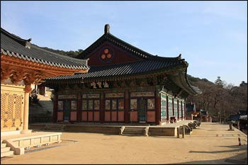 A Buddhist temple in South Korea – Photo: Wikispaces