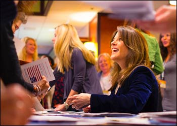Marianne Williamson on the campaign trail, 2014 – Photo: Michael Tighe