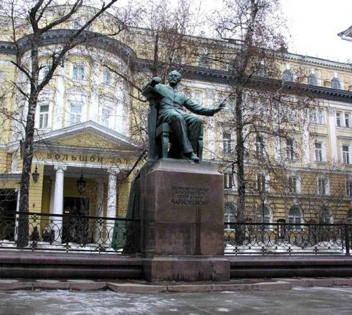 Statue of Poytr Illyich Tchaikovsky at the Moscow Conservatory. Photo: Wikimapia