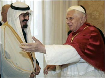 King Abdulla and Pope Benedict XVI greeting each other. Photo: religion.lilithezine.com