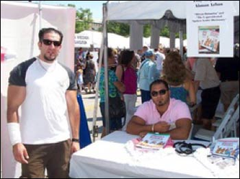 Ahmad (l.) and Tony selling their book at an Amman open-air market.