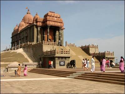 A memorial for Swami Vivekananda at Kanyakumari in southern India. – Photo: Adam Jones, Global Photo Archive, Wikimedia Commons