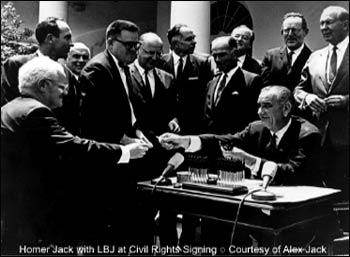 Homer Jack with President Lyndon Johnson signing civil rights legislation. – Photo: UUA, Courtesy of Alex Jack