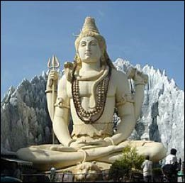 Statue of Shiva in Bangalore, India, performing yogic meditation – Photo: Wikipedia