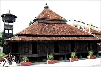 Kampung Laut Mosque is one of the oldest mosques in Malaysia, where more than 60% of the population is Muslim. – Photo: Wikipedia