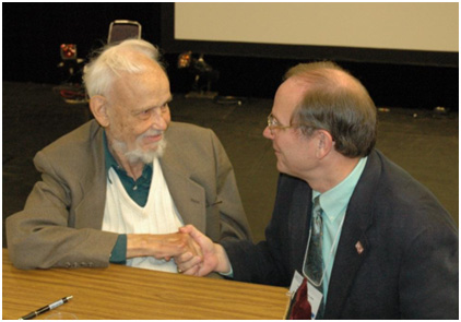 Robert Sellers (right) meeting Huston Smith in 2006. – Photo: TIO, Courtesy of Rob Sellers