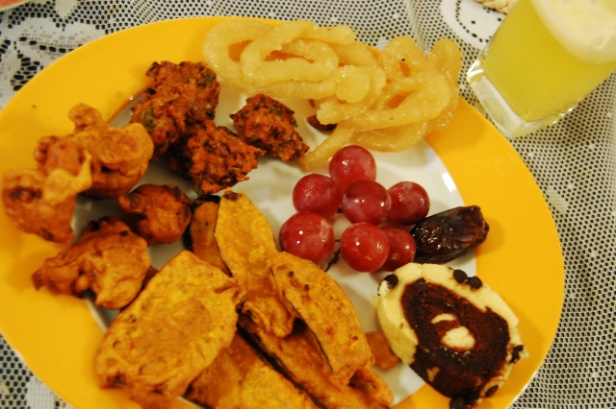 A plate of iftar goodies from Bangladesh – Photo: Wikipedia,  Raasiel  (who was the cook)