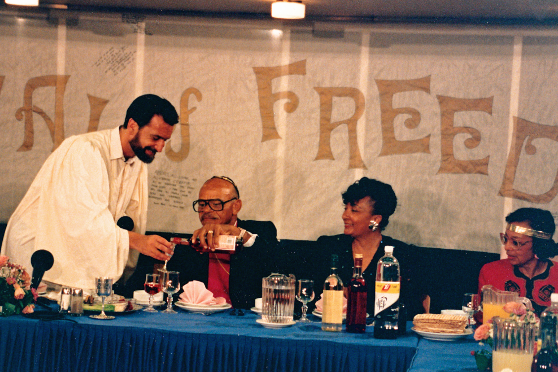 Distinguished interfaith activist Rabbi David Rosen receives wine from a Christian pastor at a Seder 24 years ago – Photo: Ruth Sharone