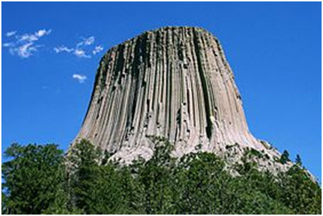 """From """"Devils Tower Monument"""" to """"Bear Lodge."""" – Photo: Wikipedia"""