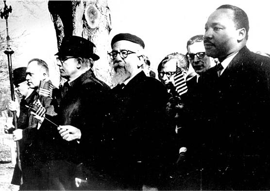 Abraham Heschel and Martin Luther King marching in Selma, Alabama – Photo: Library of Congress, American Jewish Archives