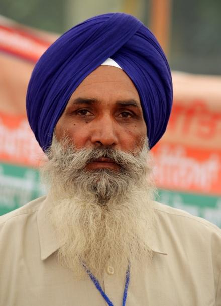 A Sikh wearing a  dastar  or turban to cover his hair – Photo:  Wikimedia, Yann, Cc.3.0