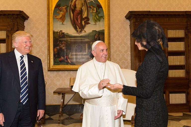 """Pope Francis greets First Lady Melania Trump with a smile. The pope and the U.S. president are worlds apart on climate change, with the pontiff seeing it as a looming threat to civilization and especially to the world's poor, while Trump has called global warming """"a hoax"""" and pulled out of the Paris Agreement. – Photo: White House, CCA 3.0."""