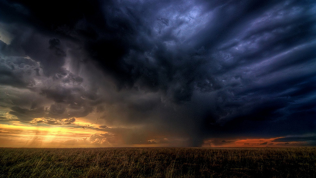 Storm clouds gathering – Photo:  Zooey, Cc. 2.0 sa