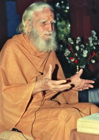 Bede Griffiths – Photo:  Bede Griffiths Sangha