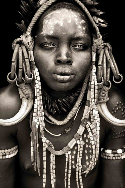 Mursi girl in Ethiopia. The    Mursi religion    is classified as Animism. Photo:  Pinterest