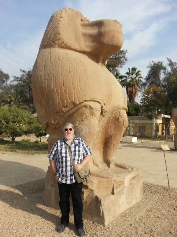 Standing in front of a statue of Thoth   –   Photo: DF