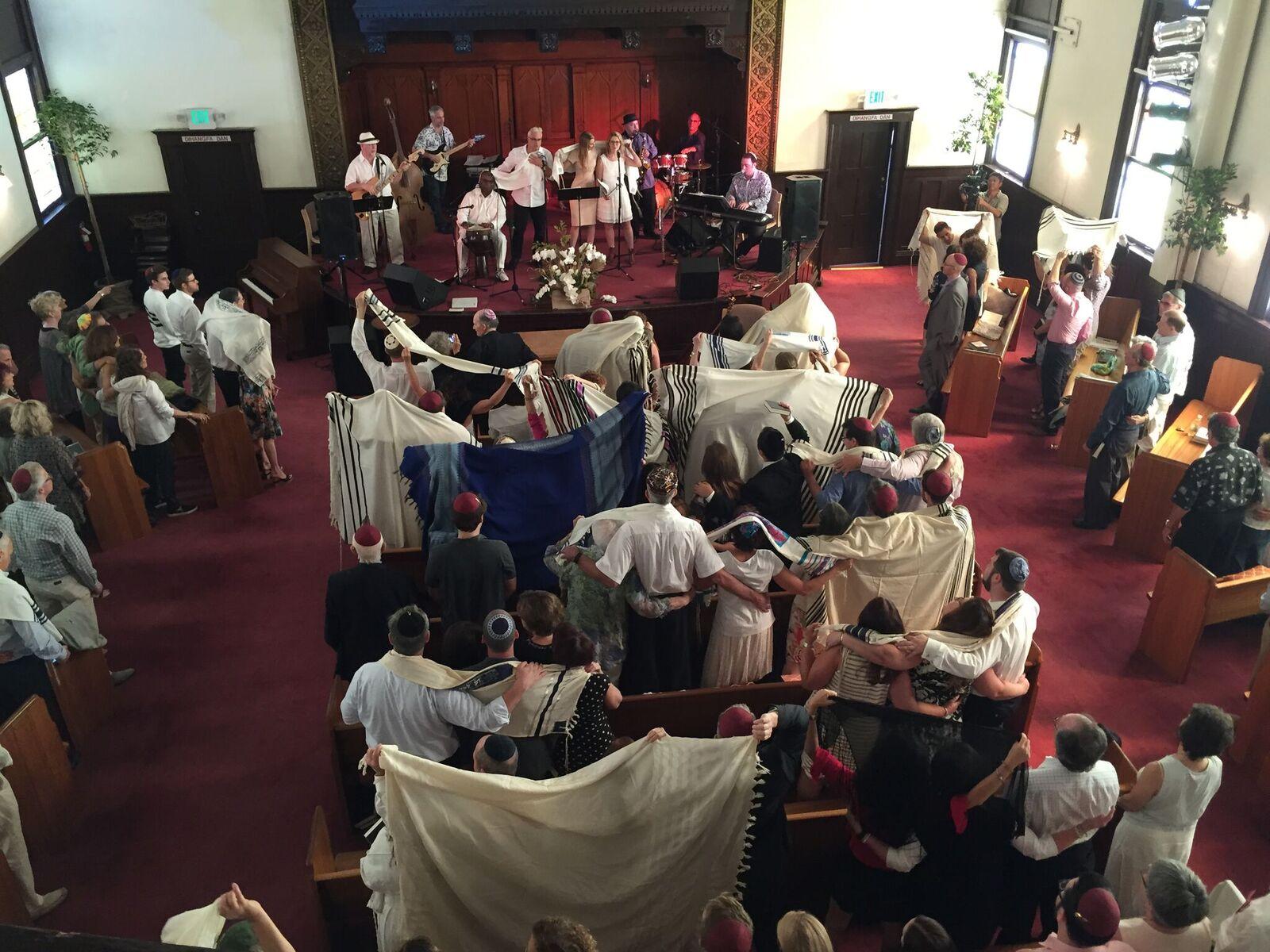 Light Up the Night: The Ultimate Shabbat Table 2017 – Photo: Craig Taubman