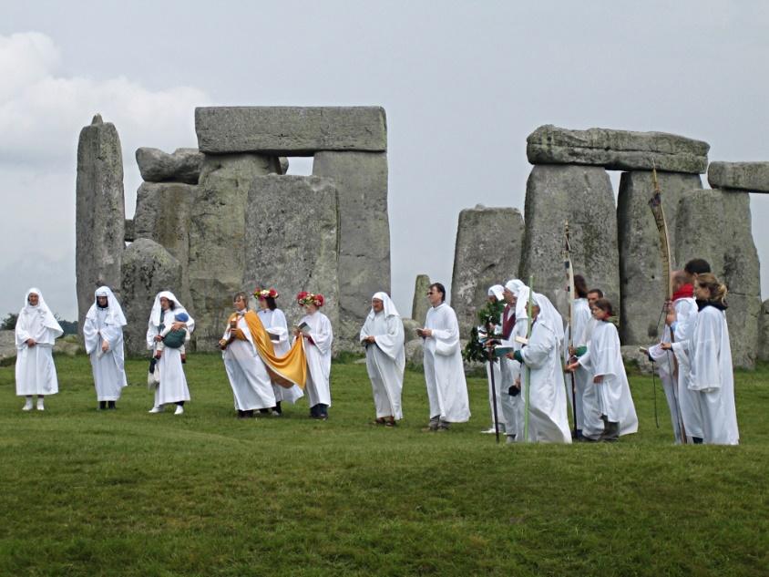Druids celebrating at Stonehenge – Photo:    Wikimedia Commons