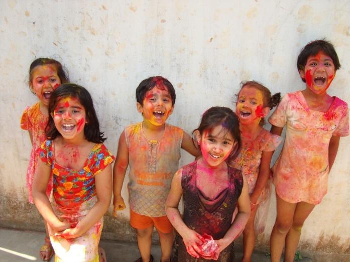 Hindu children during Holi – Photo:    pxhere