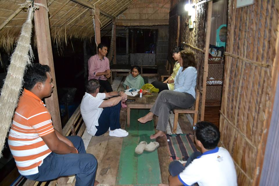 Conversation with Cambodian community members – Photo:    URI