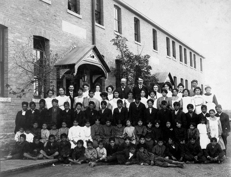 Residential school group photograph, Regina, Saskatchewan, 1908 – Photo:    Wikipedia