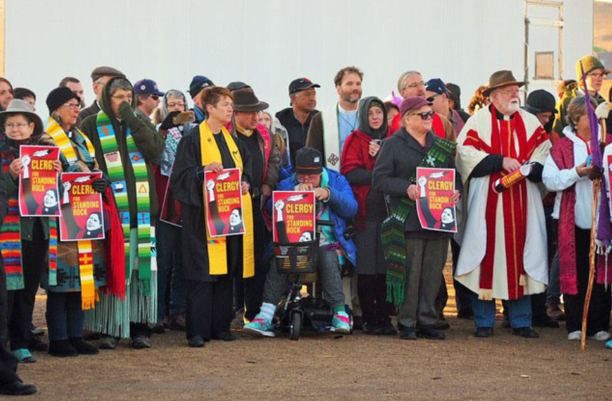 Clergy at Standing Rock – Photo:    unitedchurchofchrist, C.c. 2.0 sa