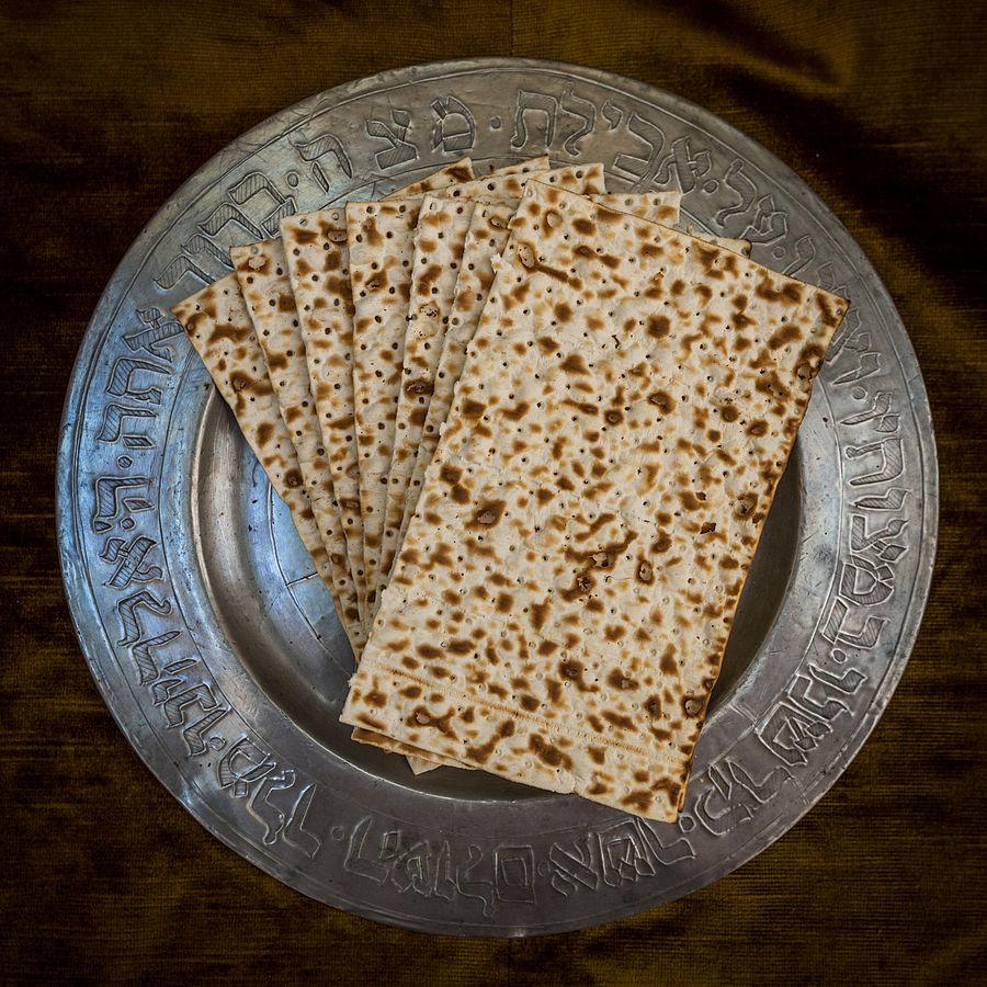 Matzah – Photo:    Wikimedia