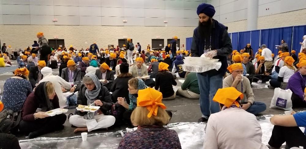 Guru Ka Langar being served at 2018 Parliament of World's Religions in Toronto, Canada – Photo: Tarunjit Singh Butalia