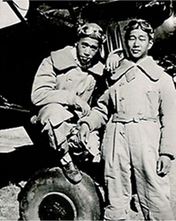 Henry Lee (right)