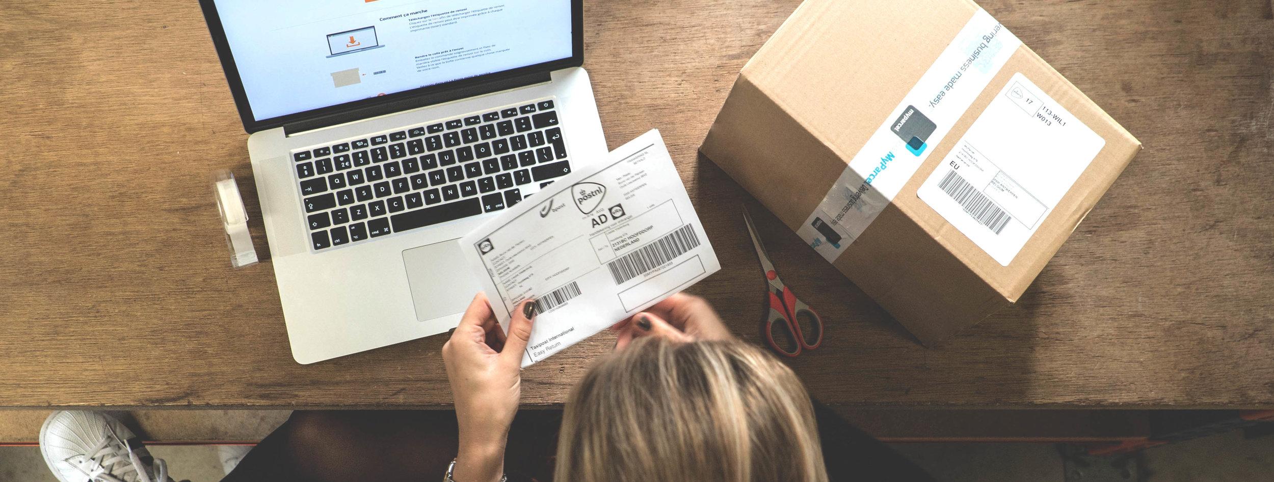 Europese retourservice, pakket met retourlabel voor retourneren vanuit het buitenland