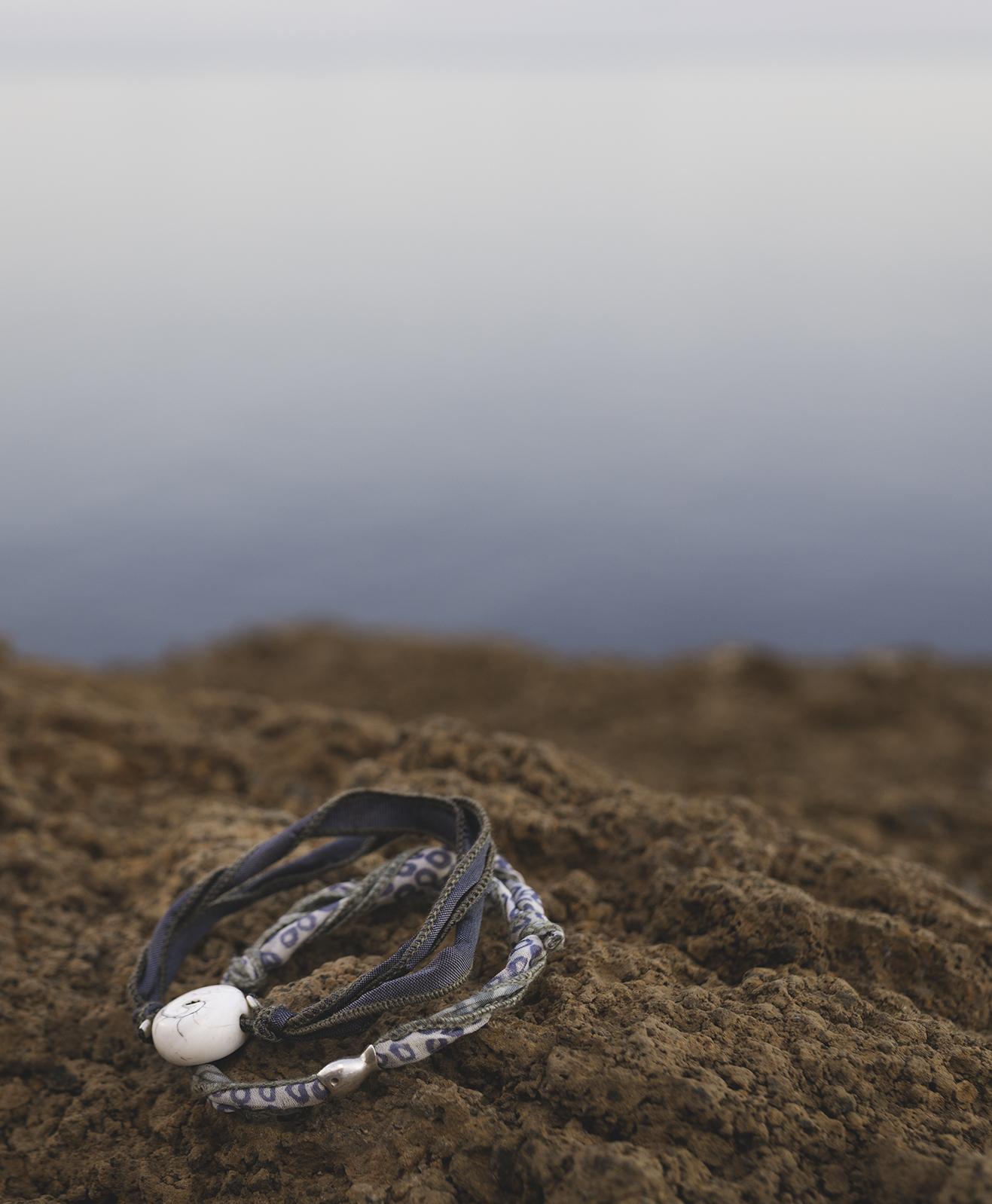sidenarmband, grå